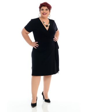 vestido-transpassado-preto-plus-size--3-
